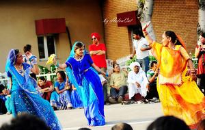 印度娱乐-印巴边境降旗仪式