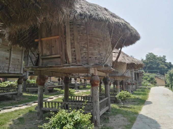从荔波县汽车站到小七孔景区游客中心,行车30km每人10元车费.