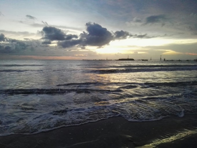 五一巴厘岛:蓝湾—海龟岛—情人崖—金巴兰沙滩;乌布皇宫—圣泉寺—