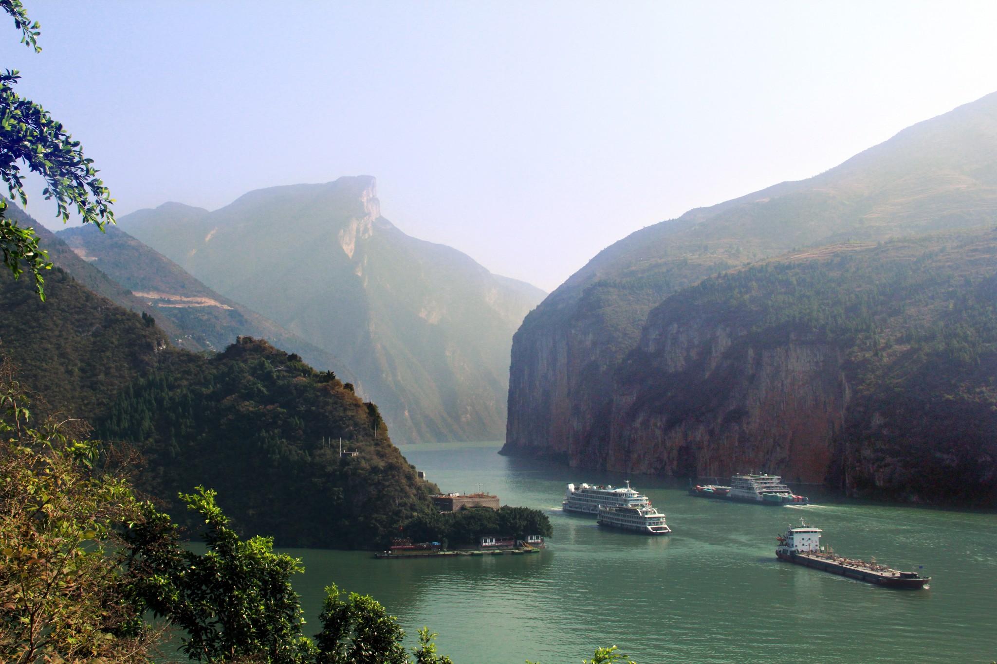 从重庆到宜昌,尽览当代长江三峡风貌                         画者