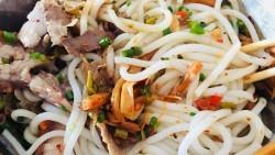 桂林美食-老东江米粉