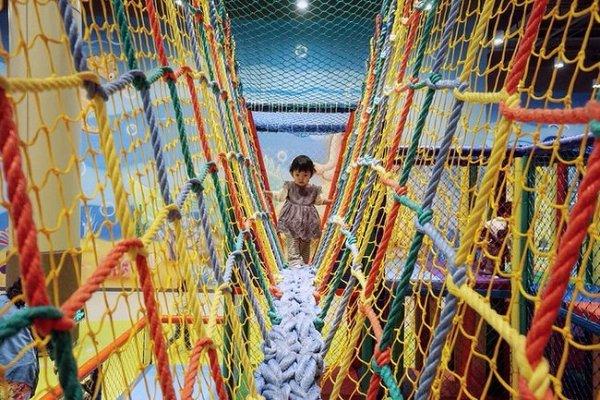三亚湾的红树林酒店里很值得一逛,里面有个很大的儿童乐园,叫探险王国