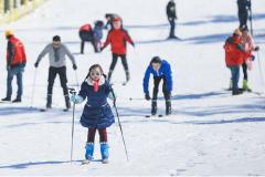 峨眉山打造冰雪新体验 滑雪场亲子主题乐园受热捧