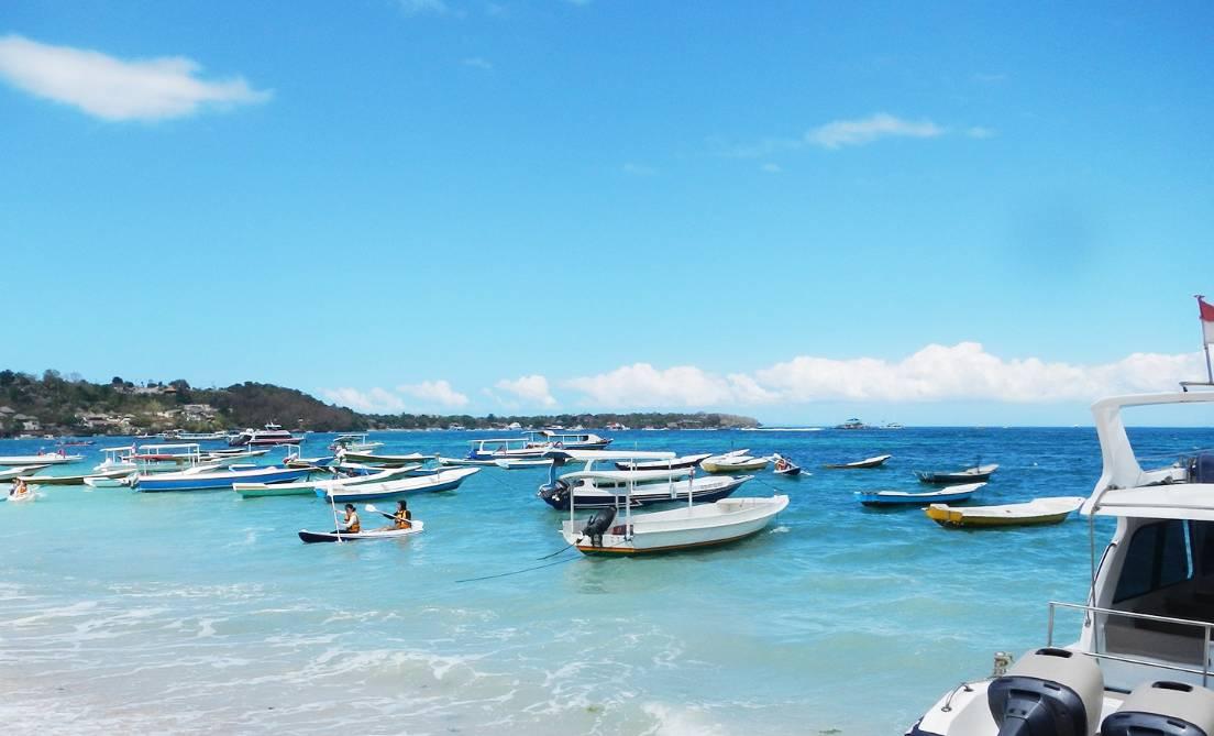 【蓝梦岛】 蓝梦岛是位于巴厘岛东南边的一个小岛,蓝梦岛海水清澈无