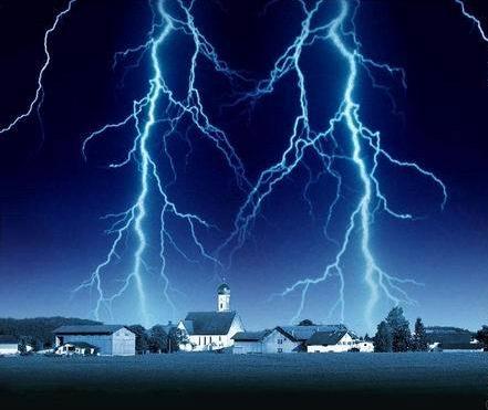 诡异村庄常遭雷劈!避雷针不起作用、房屋伤痕累累