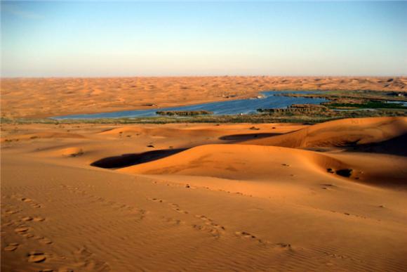 腾格里沙漠月亮湖景区电子门票