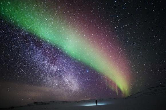行程将在Helsinki 赫尔辛基出发一路向北– 火车软卧包厢(一夜)到达Rovaniemi 罗瓦尼米进入北极圈– 入住北极圈隐士之地移动玻璃屋狩猎北极光– 畅玩北极圈各种雪橇– 体验北极冰海破冰船– 冰海漂浮– 私人飞机空中环游体验北极光盛宴– 体验在北极圈挖掘紫水晶原石– 品尝北极海域顶级美食捕捞帝皇蟹– 探访维京海盗的故乡– 畅游挪威Oslo奥斯陆– –北极