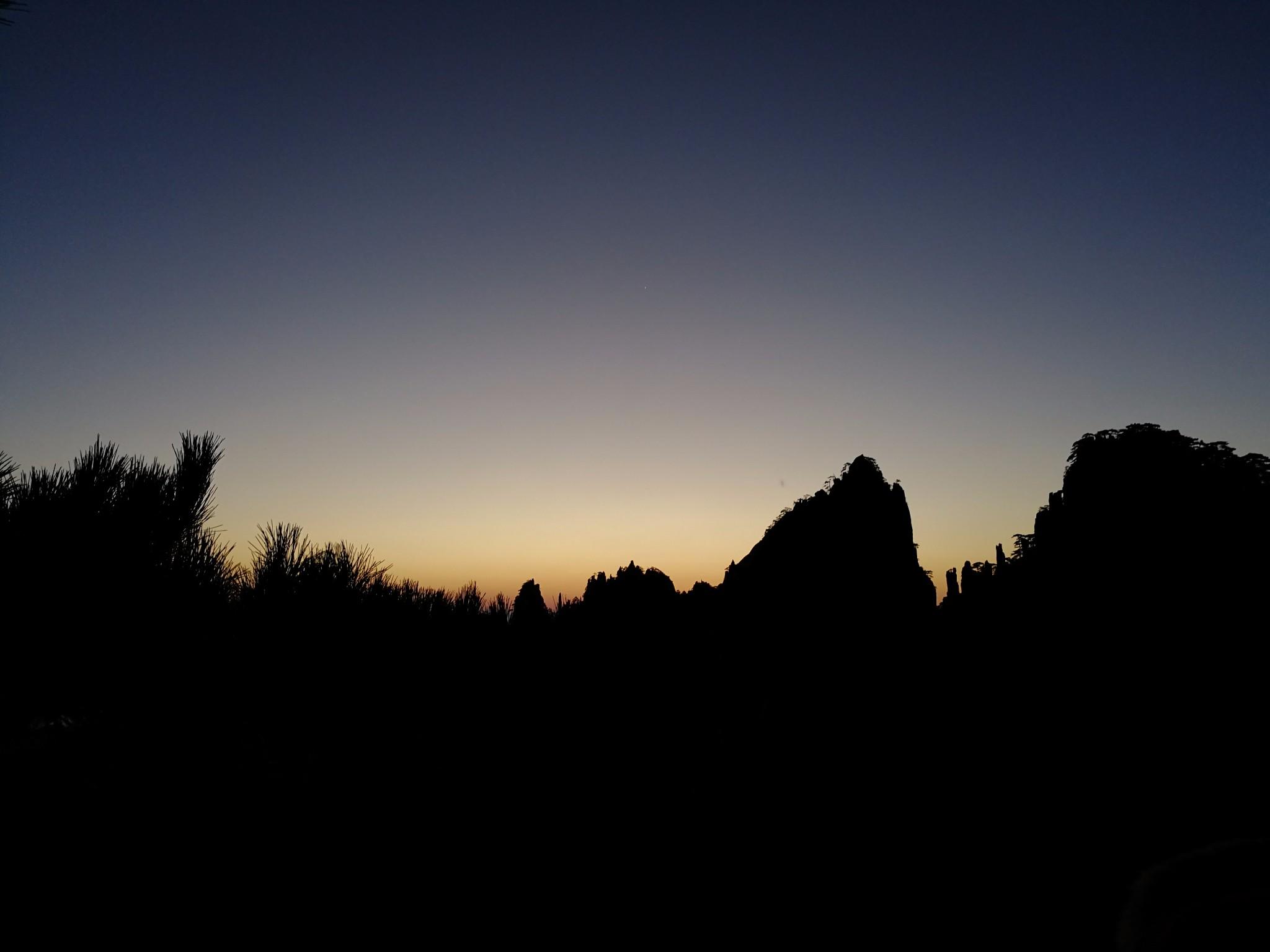 狮子峰上赏日出  自由呼吸天地间
