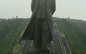 【交城图片】雨中的华国锋墓
