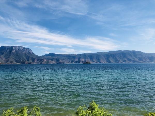 云南 游记   水一直在变色,浅蓝色,深蓝色,绿色