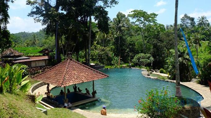 巴厘岛美丽的天然温泉
