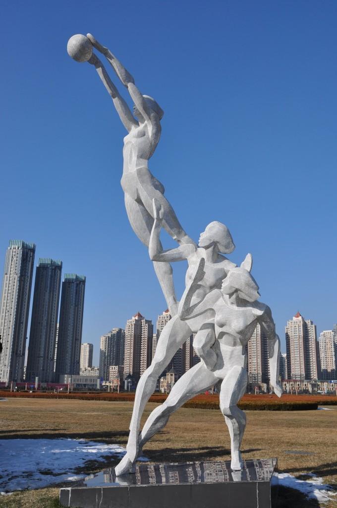 旅顺郭水路骑马雕像
