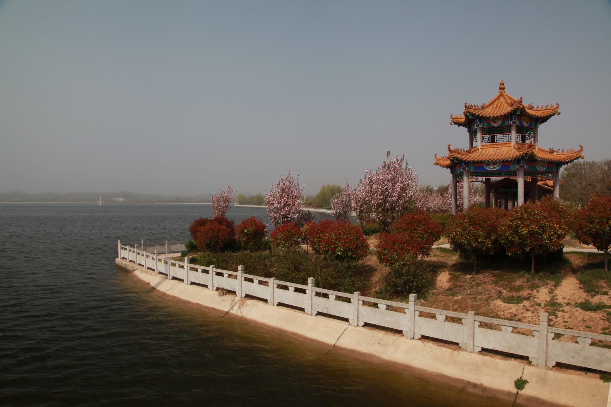 鄢陵   拟建的河南鄢陵鹤鸣湖国家湿地公园位于河南省许昌市的鄢陵县