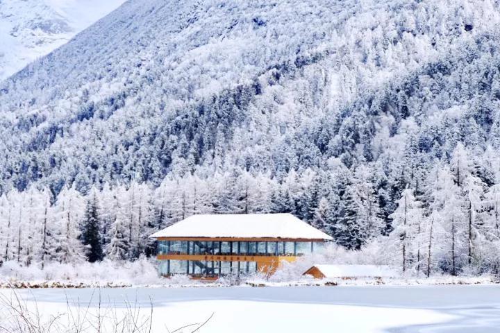 鹧鸪山自然公园:位于理县米亚罗镇,距离成都287km,古尔沟温泉小镇