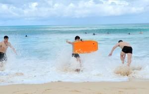 巴厘岛娱乐-库塔冲浪
