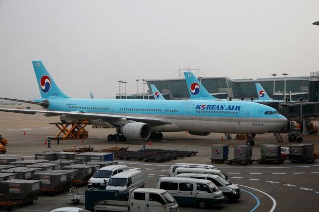坐韩国转机航班还是香港的呢?都有什么好处?