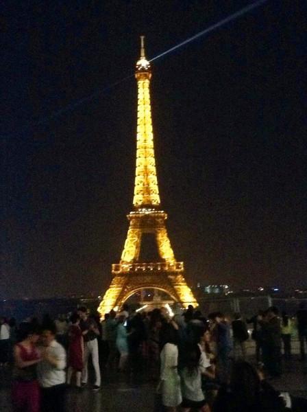 世界第一街--【香榭里舍大道】的夜景没拍好,真不该带mini.真是一大图片