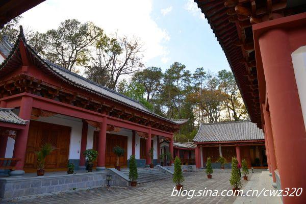 保山历史名人堂位于隆阳区太保森林公园内,为云南省和保山市