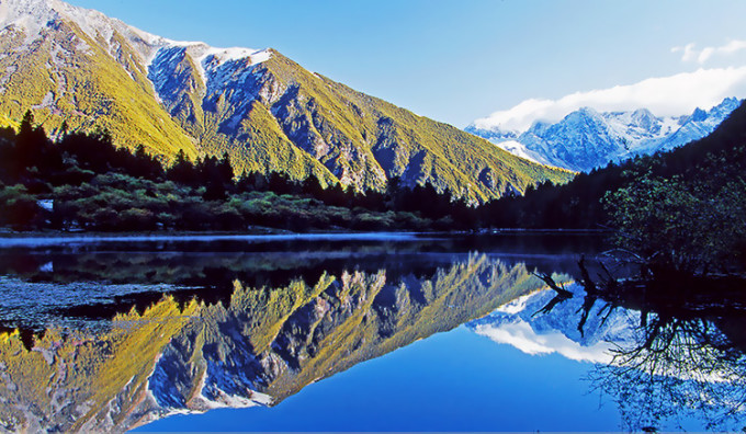 康定情歌(木格措)风景区坐落于贡嘎山脉中段,距离康定市区约17