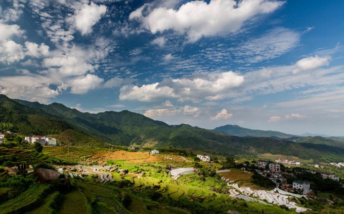 上饶灵山风景名胜区地处江西省上饶市上饶县北部,是国家级