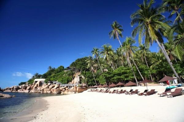 苏梅岛 游记   酒店位于拉迈海滩的最北端,隔壁就是悦榕庄,所以位置