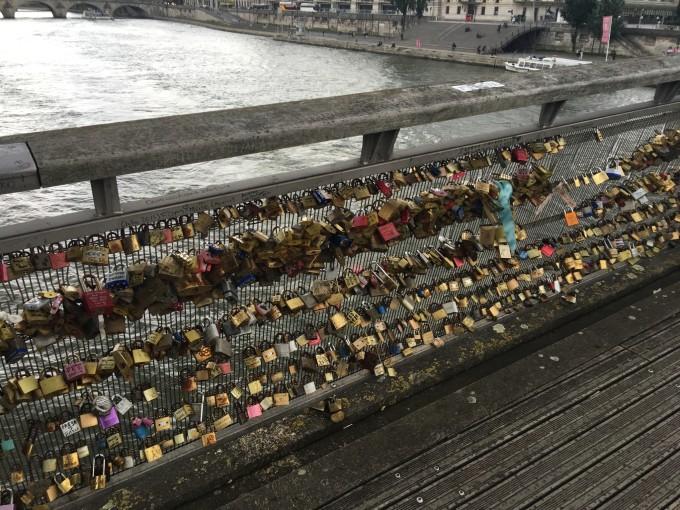 一个人去巴黎
