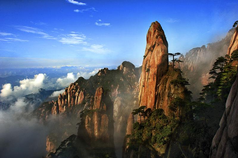 三清山风景名胜区展示了独特花岗岩石柱和山峰,栩栩如 生的花岗岩造型