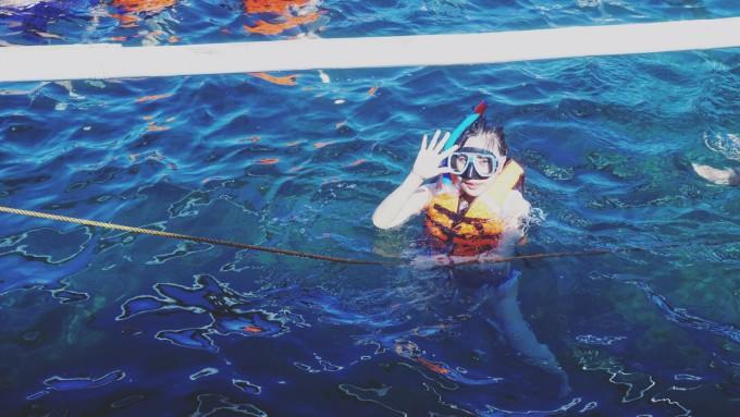 白沙与风帆间 氤氲出的那一抹橙红:长滩岛