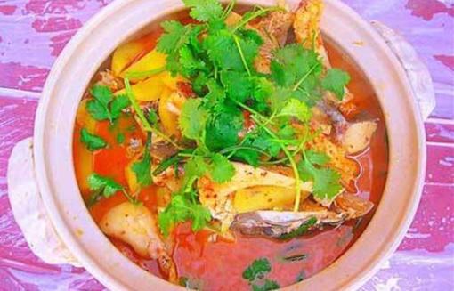 午餐安排最具大理洱海特色的洱海砂锅鱼